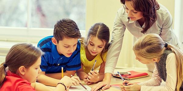 Gia sư tiếng Anh giúp học sinh nâng cao khả năng ngôn ngữ