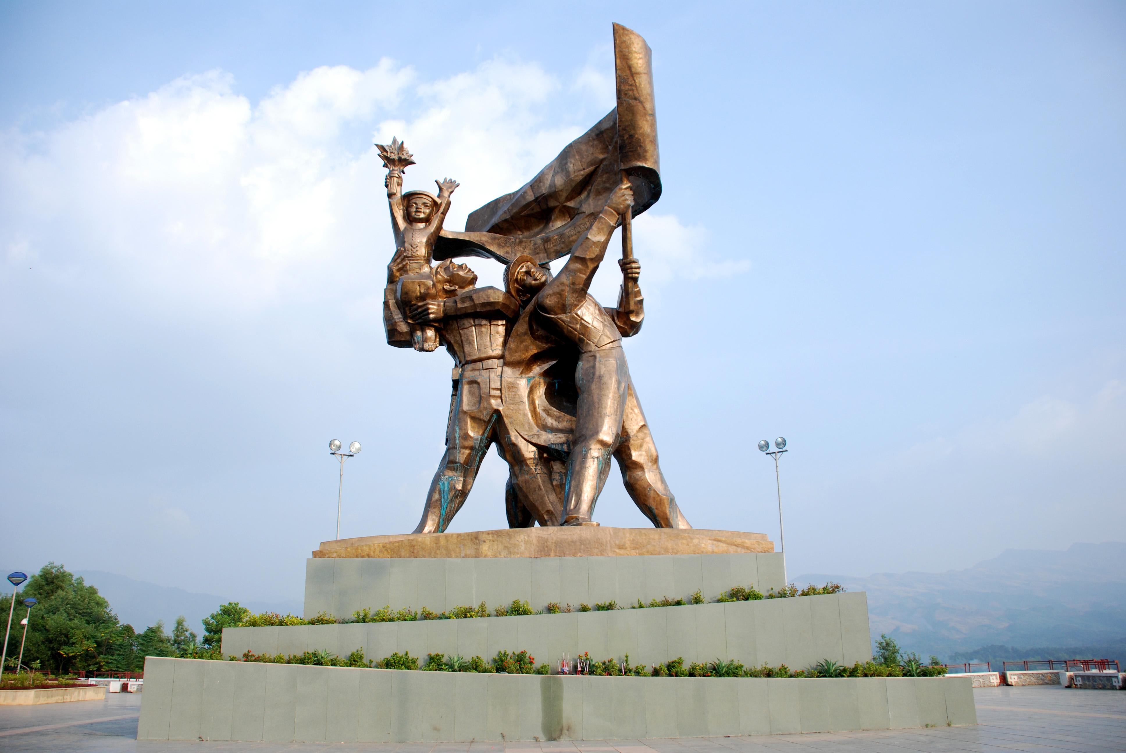 Đến với ở thành phố Điện Biên, nhìn lại điểm mốc sáng chói của người Việt.