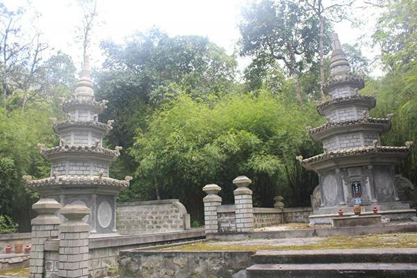 Chuyến đi khám phá chùa Địa Ngục nằm sâu trên rừng ma, ao dứa