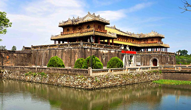 Đặt vé máy bay Hà Nội Huế để đến thăm cố đô cổ kính nhất đất nước
