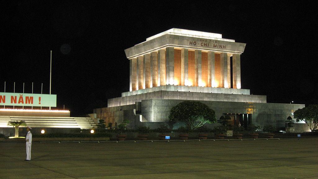 Tăng lịch bay và thay đổi giá vé máy bay đi Hà Nội dịp đầu năm 2018