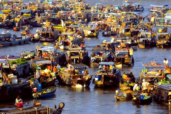 Dập dềnh sông nước chợ nổi Cái Răng