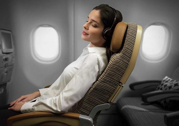 Mẹo nhỏ giúp bạn ngủ ngon khi đi máy bay